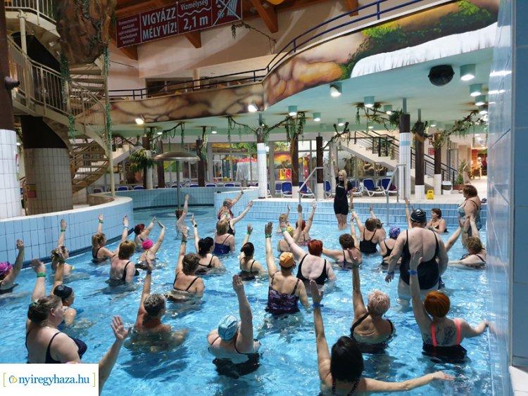 magas vérnyomás és vízi aerobik)