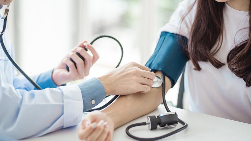 hogyan kezelték a magas vérnyomást a háború alatt