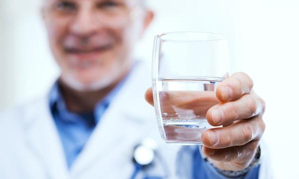 kell-e inni a víz magas vérnyomását