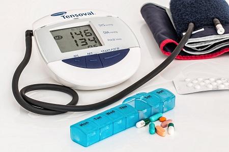 a magas vérnyomás, mint a stroke fő oka)