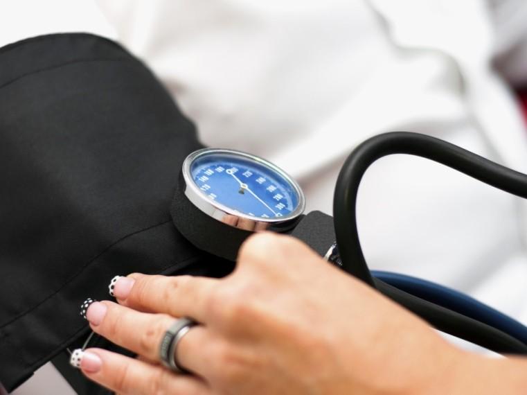 a köhögést nem okozó magas vérnyomásból)
