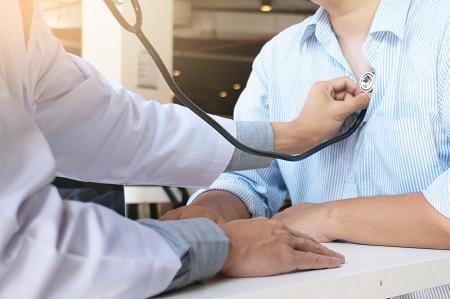 a magas vérnyomás köhögést okozhat)
