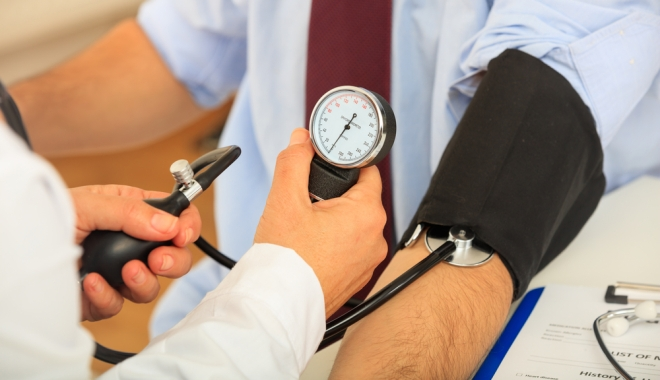 hogyan lehet a magas vérnyomást vízzel kezelni)