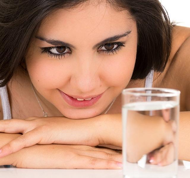 kell-e inni a víz magas vérnyomását)