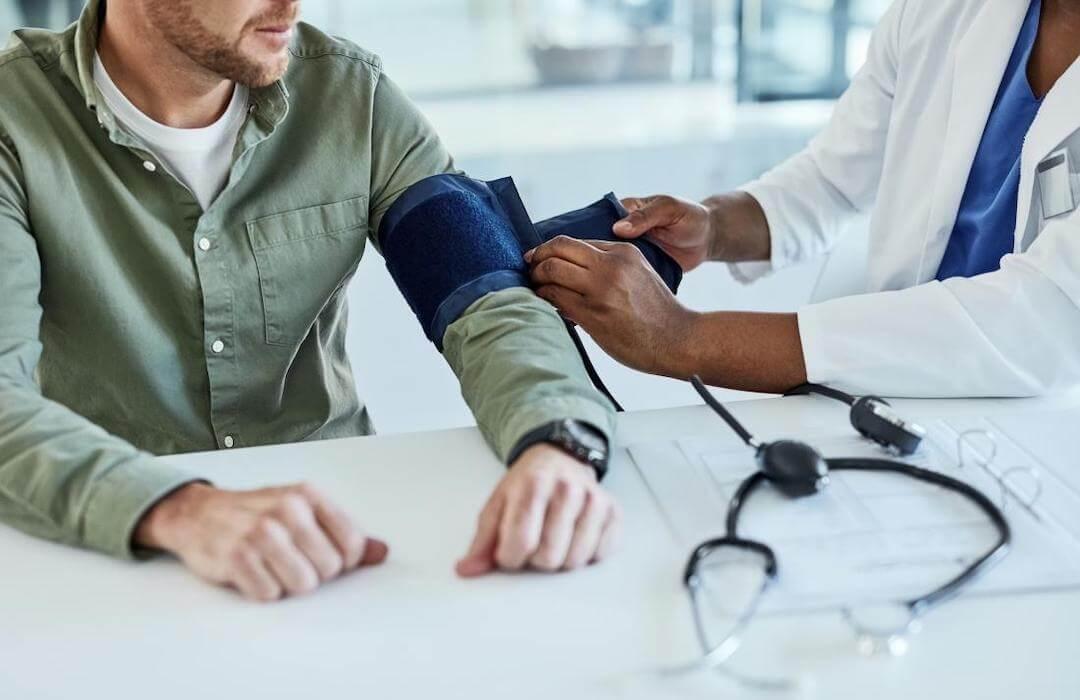 Magas vérnyomás is állhat a férfi meddőség hátterében